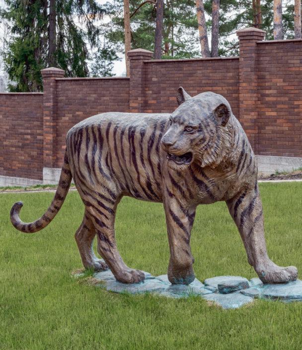Олег Закоморный. Молодой тигр