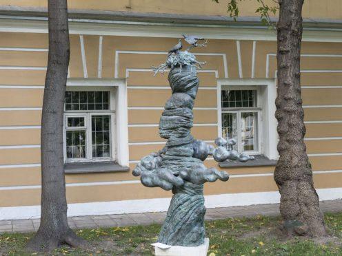 Специальный музейный проект «Добрый мир» предусматривает знакомство посетителей с работами Олега Закоморного. Москва, Всероссийский музей декоративно-прикладного и народного искусства.