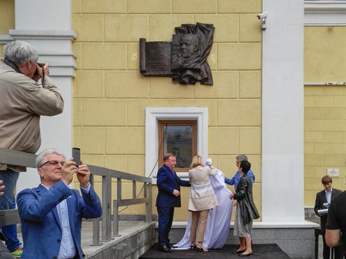 Олег закоморный. Мемориальная доска Валерию Золотухину
