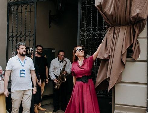 Открытие скульптуры Шерлока Холмса на Sherlock Art Hotel в Риге 26 июля 2018. Фото: Вадим Базалий
