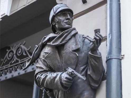 Скульптура Олега Закоморного для Sherlock Art Hotel в Риге