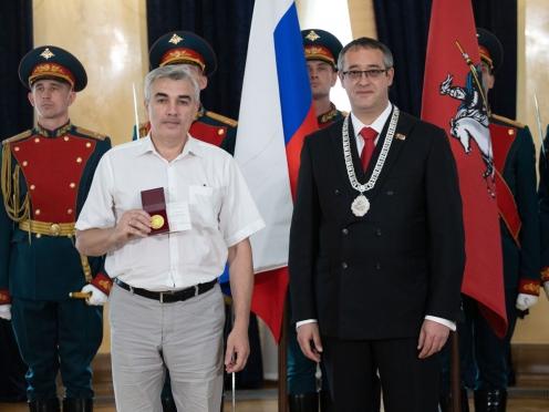 Олег Закоморный награжден юбилейной медалью Московской городской Думы