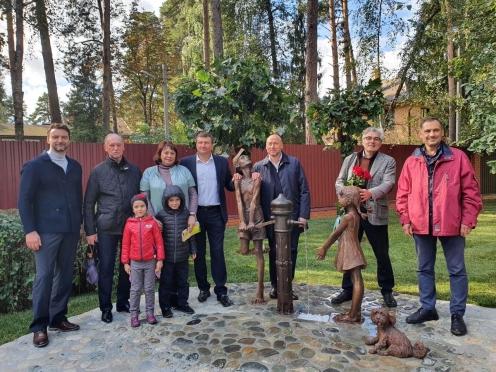 Открытие композиции «За водой» работы Олега Закоморного в поселке Ильинский